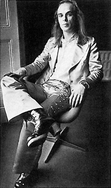 Brian Eno in Malcolm Hall suit, circa 1974